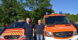 Jürgen Steigerwald (links), Vorsitzender des Fördervereins der Freiwilligen Feuerwehr Gelnhausen West, und sein Stellvertreter Dietmar Rack freuen sich auf das Gerätehausfest.
